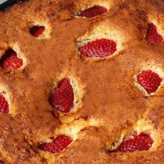 Aardbeien skillet cake recept