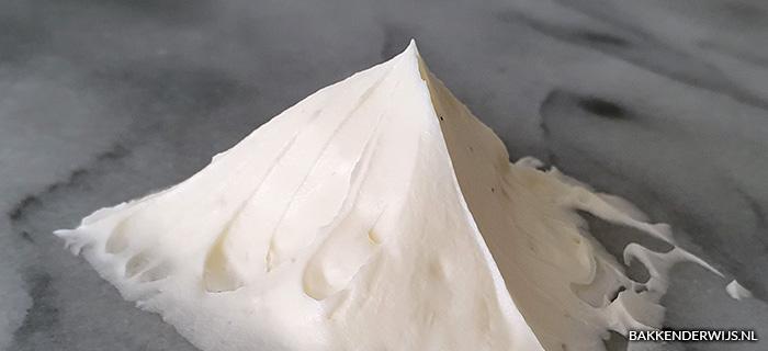 Swiss meringue botercreme recept